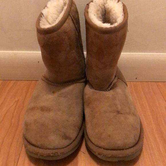 b54a7b604a5 Okay Used Condition UGG Boots Size 6/6.5